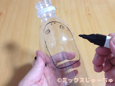 Making a Frog with a Plastic Bottle-c (2)